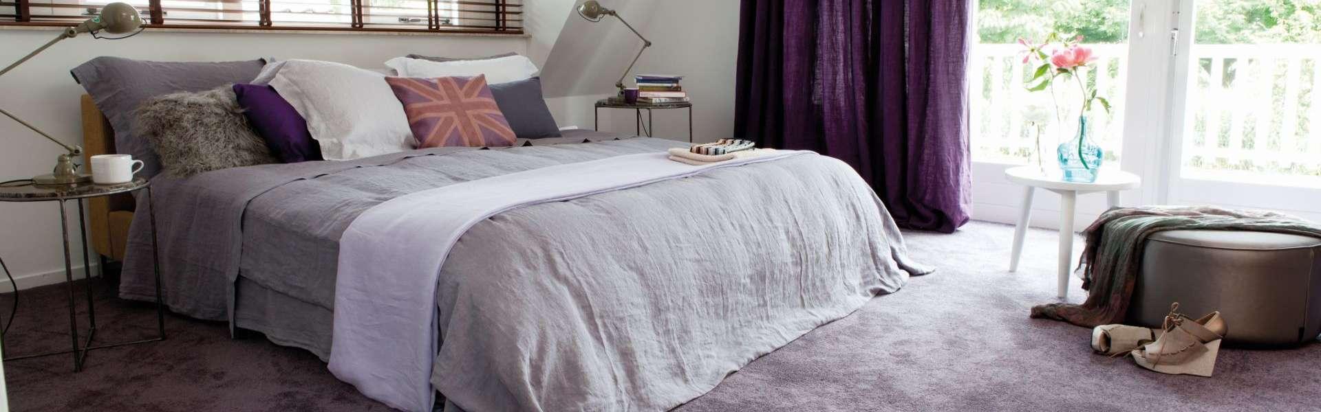 Bils: Teppichboden lila Schlafzimmer